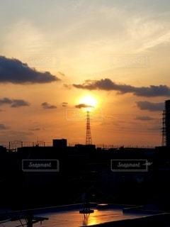 鉄塔と夕陽の写真・画像素材[2627830]
