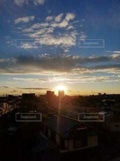 眩しい夕焼けの写真・画像素材[2627864]