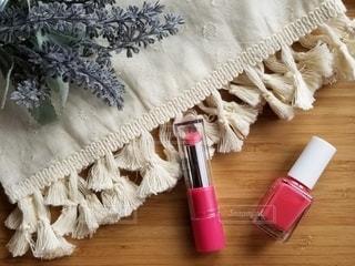 花,ピンク,白,テーブル,布,可愛い,美容,俯瞰,リップ,コスメ,化粧品,マニキュア,ファブリック