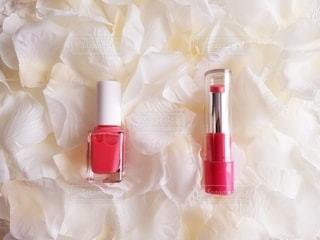 ピンク,白,花びら,メイク,美容,俯瞰,リップ,コスメ,化粧品,マニキュア,造花