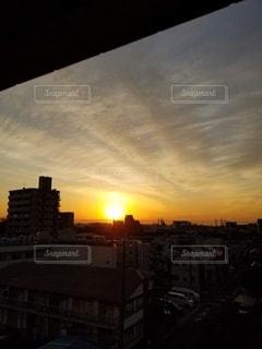 空,建物,街並み,太陽,雲,夕焼け,光,高層ビル,夕陽,ドラマチック,インスタ映え