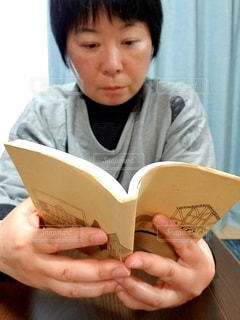本を読む人の写真・画像素材[2893429]