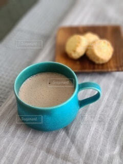 食べ物,カフェ,コーヒー,屋内,デザート,リラックス,マグカップ,食器,カップ,紅茶,おうちカフェ,ドリンク,おうち,ライフスタイル,カフェイン,コーヒー カップ,おうち時間,受け皿