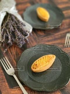 食べ物,カフェ,ケーキ,フォーク,テーブル,皿,リラックス,食器,チョコレート,おうちカフェ,ドリンク,おうち,ライフスタイル,おうち時間