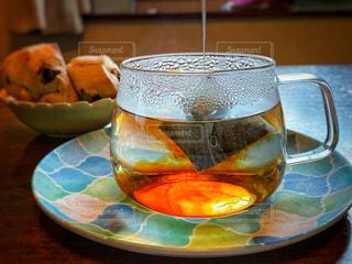 スコーンと紅茶でティータイムの写真・画像素材[2628832]