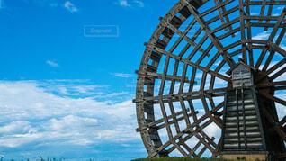 水車と青空の写真・画像素材[4014036]