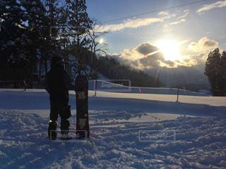 男性,自然,アウトドア,夕日,スポーツ,雪,屋外,人物,ゲレンデ,レジャー,スノーボード