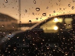 雨上がりの車窓からの写真・画像素材[2504220]