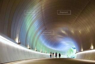 時空を越えるトンネルの写真・画像素材[2646096]