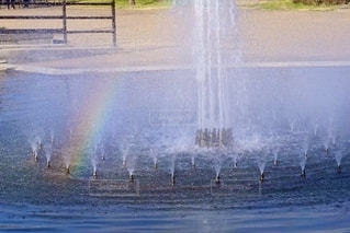 噴水と虹の写真・画像素材[2646098]