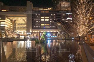 建物,夜,水面,イルミネーション,都会,高層ビル,明るい,くまさん,アンバサダー,グランフロント大阪,シャンパンゴールド