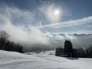 自然,風景,空,冬,雪,屋外,太陽,雲,幻想的,霧,山,光,樹木,スキー,ゲレンデ,スキー場,スノーボード,斜面,日中,覆う,ウィンターシーズン