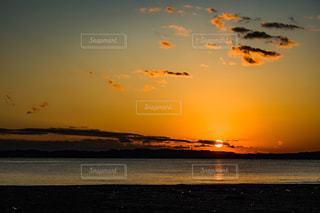 海,空,夕日,太陽,ビーチ,雲,夕暮れ,光,夕陽,サンセット,海面,マジックアワー,グラデーション,日の入