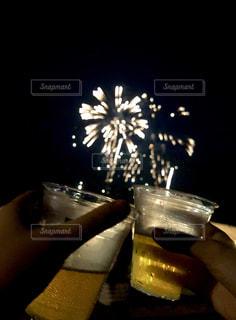 屋外,花火,グラス,ビール,乾杯,ドリンク,打ち上げ花火