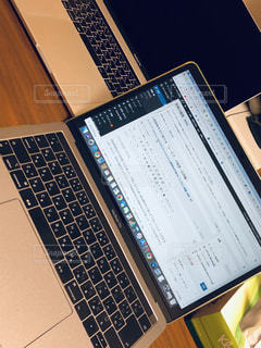 屋内,PC,ビジネス,IT,コンピューター,デスクワーク,リモートワーク,ノート パソコン,ビジネスシーン