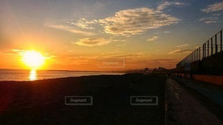 夕方の海岸の写真・画像素材[2650198]