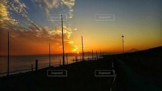 夕方の海岸の写真・画像素材[2651013]