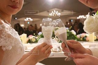 結婚式,グラス,乾杯,披露宴,男女,ドリンク,白ワイン,結婚式ドレス