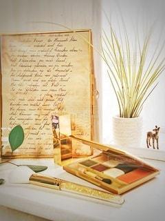 屋内,花瓶,テーブル,家具,観葉植物,美容,コスメ,化粧品,ゴールド,フォトフレーム