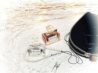 香水とジュエリーは別ポーチへ。の写真・画像素材[2783698]