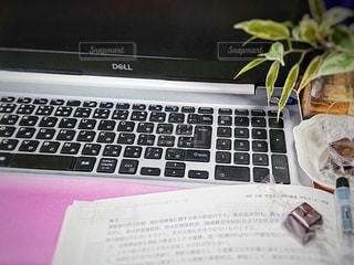 屋内,書類,紙,コンピューター,開く,開ける,データ,ノート パソコン