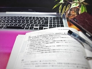 屋内,書類,デスク,紙,コンピューター,テキスト,開く,開ける,データ,ノート パソコン