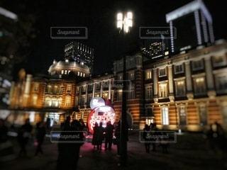 夜の東京駅とカウントダウンクロックの写真・画像素材[2793110]
