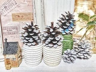 手作りの松ぼっくりツリーを飾って。の写真・画像素材[2798932]