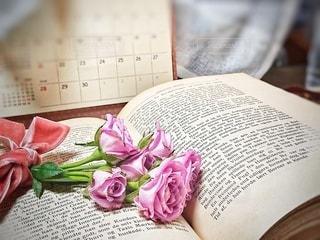 洋書とカレンダーの写真・画像素材[3029143]