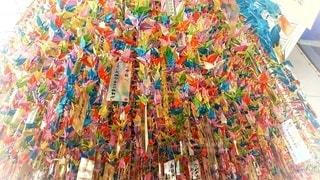 祈りを込めた折り鶴の写真・画像素材[3134326]
