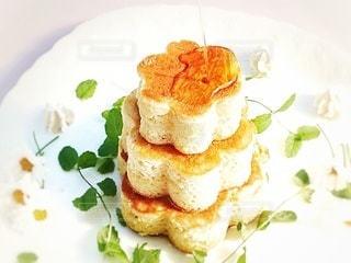 3段重ねのホットケーキの写真・画像素材[3196205]