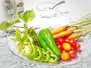 とりたて野菜でサラダ完成の写真・画像素材[3677983]