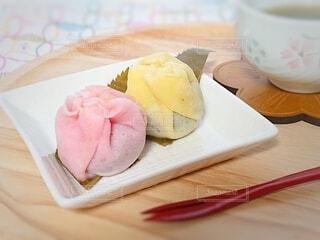 春の和菓子の写真・画像素材[4330820]