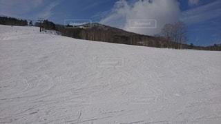 自然,アウトドア,空,冬,スポーツ,雪,屋外,山,丘,人物,スキー,ゲレンデ,レジャー,スノーボード,斜面,日中