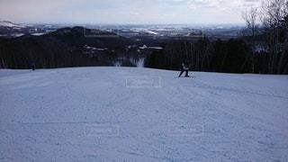 自然,アウトドア,空,スポーツ,雪,屋外,山,丘,人物,スキー,ゲレンデ,レジャー,スキー場,スノーボード,斜面,日中