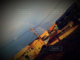 夜間に信号が点灯するの写真・画像素材[2508166]