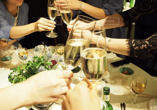 パーティ,ディナー,屋内,人物,ワイン,グラス,乾杯,ドリンク