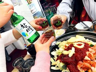 お酒,瓶,観光,旅行,旅,グラス,韓国,乾杯,ドリンク,韓国料理,チャミスル,レジャー・趣味
