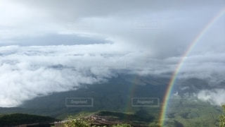 丘の上の虹の写真・画像素材[2511040]