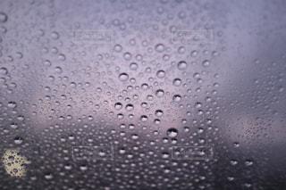 夜明けのフロントガラスの写真・画像素材[2592196]