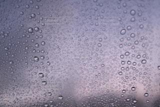 夜明けのフロントガラスの写真・画像素材[2592207]