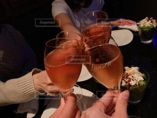 東京,ピンク,スカイツリー,女の子,オシャレ,高層ビル,ワイン,グラス,幸せ,乾杯,ドリンク,女子会,シャンパン,高層,集まり,ロゼ,恋バナ
