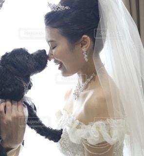 犬,動物,黒,結婚式,花嫁,キス,ペット,挙式,タキシード,ティアラ,ウエディングドレス,ロイヤルウエディング