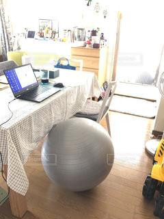 新しい椅子の写真・画像素材[3300253]