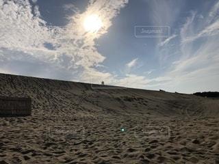 砂丘と太陽の写真・画像素材[2640351]