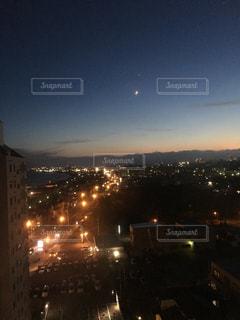 夜の街の眺めの写真・画像素材[2717122]