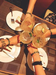 ブレスレット,グラス,乾杯,ドリンク,海外旅行,おそろい,パラオ,スパークリングワイン,船上ディナー,ディナークルージング
