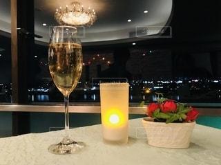 夜,夜景,川,ライト,光,キャンドル,ワイン,グラス,ホテル,乾杯,ドリンク,シャンパン,スパークリング