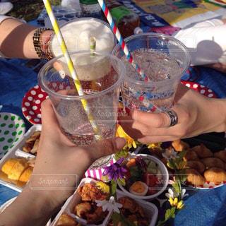 ランチ,お酒,ピクニック,グラス,誕生日,乾杯,おしゃピク,飲み会,ドリンク,パーティー,酒,手元