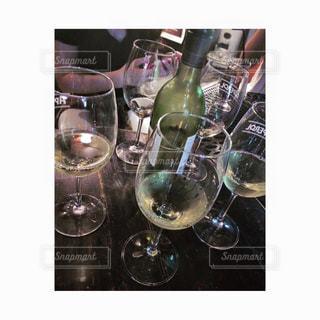 ワイン,ボトル,グラス,乾杯,飲み会,ドリンク,女子会,ガールズトーク,白ワイン,ワイングラス,ワインボトル